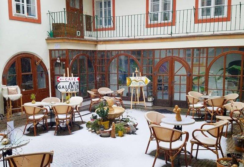 Rainbow's End Café and Art Garden