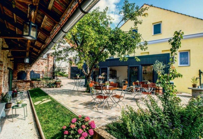 Dvorek café wine bistro Bořetice